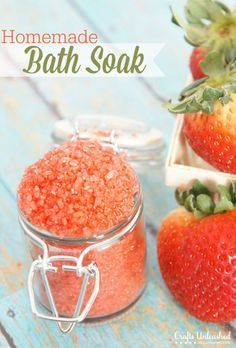 Homemade Strawberry Bath Soak Salts | such an easy diy beauty idea and it makes a perfect gift too.