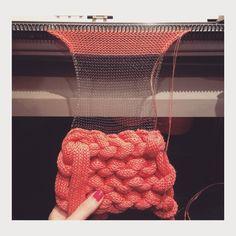 Aitana Baeza Knits – Awesome Knitting Ideas and Newest Knitting Models Knitting Stitches, Knitting Designs, Free Knitting, Knitting Machine, Vintage Knitting, Knitwear Fashion, Knit Fashion, Knit Art, Textile Fabrics