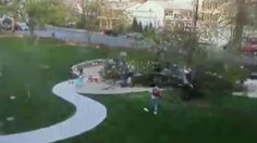 Árvore cai sobre crianças em parque nos EUA +http://brml.co/1EgfKjd