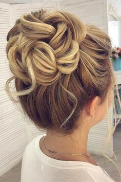 30 Awesome Wedding Bun Hairstyles Bun hairstyles are the most popular wedding hairdos. They are good for different hair length. Get inspired with our collection of wedding bun hairstyles. High Bun Hairstyles, Wedding Bun Hairstyles, Hairdo Wedding, Flower Girl Hairstyles, Wedding Hair And Makeup, Cool Hairstyles, Bridal Hair Updo High, High Updo Wedding, Hair Updos For Weddings Guest