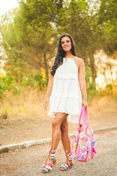 Sandalias boho DIY pompon sandals vestido blanco ibicenco Chicwish white beach…
