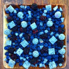 """""""Grow & glow lean with this smurf salad by Rawvana ♡ Fresh blackberries, blueberries & chopped white dragon fruit. """" """"Grow & glow lean with this smurf salad by Rawvana ♡ Fresh blackberries, blueberries & chopped white dragon fruit. Raw Food Recipes, Cooking Recipes, Healthy Recipes, Lean Recipes, Snack Recipes, Healthy Snacks, Healthy Eating, Dessert Healthy, Aesthetic Food"""