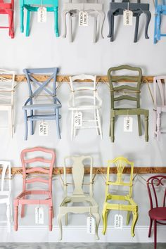 Filling up the 17 foot walls was the priority! Annie Sloan Stockist Peinture Studios in Rue Mag Trendy Furniture, Upcycled Furniture, Furniture Projects, Furniture Makeover, Diy Furniture, Chalk Paint Chairs, Painted Chairs, Chalk Paint Furniture, Muebles Shabby Chic