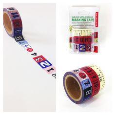 Este set de cintas adhesivas está formado por tres rollos diferentes, con los que podrás darle un toque original a tus regalos envueltos, tus composiciones decorativas o cualquier otro objeto que tengas que pegar con celo. Las cintas adhesivas poseen cada una un diseño diferente, adaptado al aspecto de las cintas métricas originales. http://www.cosasderegalo.com/products/set-de-3-rollos-cinta-adhesiva-en-forma-de-cinta-metrica-kikkerland