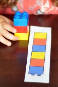 Sequência de cores    Material:    Cartolina branca    Lego de cores variadas    Canetinhas coloridas    Monte várias fichas com sequência de cores, se quiser garantir mais durabilidade, envolva a ficha com contact transparente. A dinâmica estimula a concentração, identificação das cores e sequência. Além disso, ainda auxilia na coordenação motora.