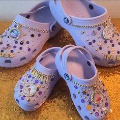 Crocs Slippers, Crocs Shoes, Swag Shoes, Bling Shoes, Crocs Fashion, Fashion Shoes, Cool Crocs, Designer Crocs, Diy Clothes And Shoes