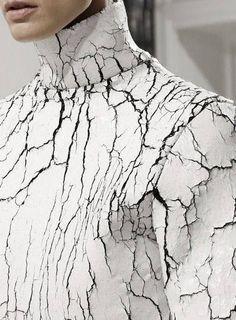 Balenciaga- cracked, distressed-look textiles White Fashion, Look Fashion, Fashion Details, Fashion Art, Couture Details, Minimal Fashion, Design Textile, Illustration Mode, Inspiration Mode