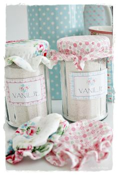 DIY vanilla sugar jars with GreenGate jam accessories (use site's translate button to find link for recipe)