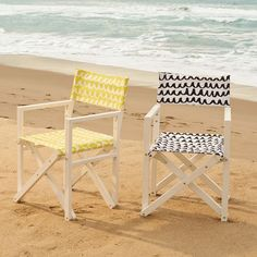 With a sturdy wood frame and attention-grabbing pattern, this Director's Chair makes a great addition to your terrace or backyard. It folds vertically, so it's easy to transport and stow away.