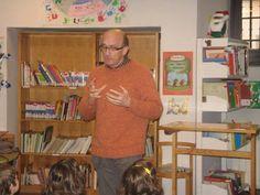 Esteban, con un precioso cuento, en nuestro cuentacuentos de voluntarios en navidades 2012
