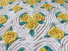 VINTAGE THICK FLUFFY  WHITE CHENILLE COTTON BEDSPREAD YELLOW FLOWERS IN HEARTS