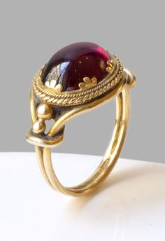 An antique gold and garnet ring, century. - An antique gold and garnet ring, century. An antique gold and garnet ring, century. Antique Gold, Antique Jewelry, Vintage Jewelry, Jewelry Sets, Jewelry Accessories, Jewelry Design, Jewelry Rings, Jewelry Stand, Fine Jewelry