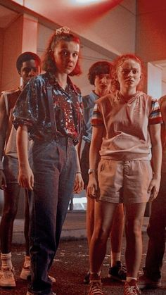 Mileven and lumax 3 days until stranger things seaso Finn Stranger Things, Stranger Things Aesthetic, Stranger Things Season 3, Wallpaper Bonitos, Don T Lie, Sadie Sink, Millie Bobby Brown, Movies Showing, Aesthetic Wallpapers