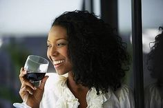 Learn how red wine can reduce fat in the waist!