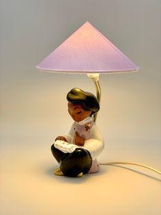 Vintage Wiener Tischlampe lesende chinesisches Mädchen Figur von Carli Bauer, 1950er Beleuchtung von RemoVintage auf Etsy Vintage Table, Lamps, Table Lamp, Etsy, Home Decor, China Girl, Vintage Table Lamps, Craft Gifts, Lighting