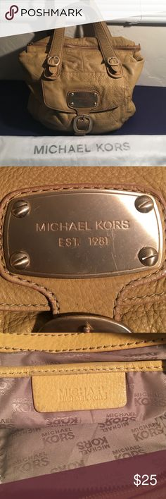 MICHAEL KORS TOTE BAG 11 by 16 & dust bag MICHAEL BY MICHAEL KORS TOTE BAG WITH SIGNATURE LINING IN VERY GOOD PREOWNED CONDITION. MEASURES 16 by 11 by 5. Zips across top INCLUDES dust bag MICHAEL BY MICHAEL KORS Bags Shoulder Bags