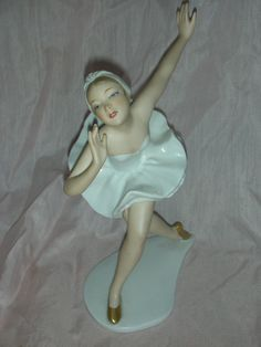 Beautiful Wallendorf Ballerina Porcelain Figurine Vintage Germany