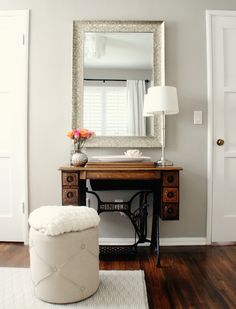 Sherwin Williams Worldly Gray, one of the best warm grey or almost greige paint colours. Photo via Brunch at Saks Singer Table, Singer Sewing Tables, Mesa Singer, Sherwin Williams Amazing Gray, Worldly Gray Sherwin Williams, Warm Gray Paint, Warm Grey, Greige Paint Colors, Furniture Makeover