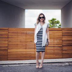 Look de hoje com colete levinho e saia listrada, tudo @shoulderoficial #ootd #style #fashion