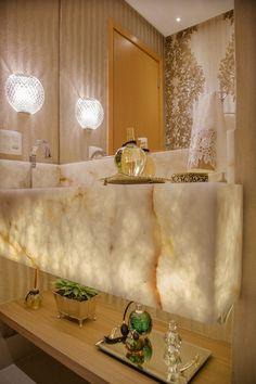 Lavabo luxo com mármore ônix translúcido. Projeto Carolina Fontes Concept Board, Washroom, Double Vanity, Marble, Sweet Home, Architecture, Kitchen, Boards, Flat