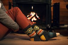 Knit these cozy fair isle socks by Abbye Dahl with Lion Brand Vanna's Choice! This is a great way to use up leftover yarn from your holiday projects!