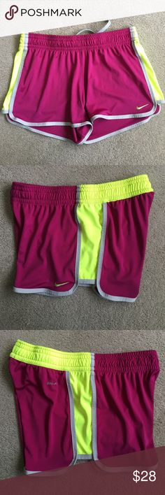 Nike Short Size Small A little hole  last picture, Otherwise excellent condition  No trade  No model  Nike Shorts