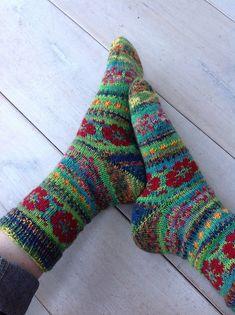 5f665258b87 Ravelry  SaskiaBrs Flower power Crochet Socks