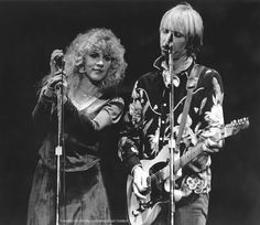 Stevie and Tom. Stevie has said the Heartbreakers was the only band she might've ever considering leaving FM for- Tom Petty Stevie Nicks, Stevie Nicks Fleetwood Mac, Her Music, Good Music, Music Tv, Music Stuff, Members Of Fleetwood Mac, Stephanie Lynn, Las Vegas City