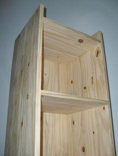 Estante customizada com base em madeira maciça laqueada e caixa em madeira maciça - TRAPICHE VINTAGE { VENDIDO }