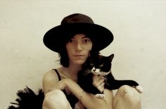 """Patti Smith the """"Godmother of Punk"""" has been a cat lover for decades. In the documentary """"Patti Smith: Dream of Life"""" she sings softly to her feline. Patti Smith, I Love Cats, Cool Cats, Patricia Highsmith, Celebrities With Cats, Celebs, Tv Movie, Movies, Son Chat"""