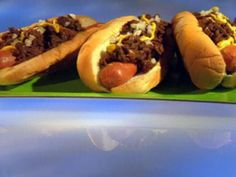 Hot Wieners Rhode Island Style recipe from Guy Fieri via Food Network Hot Dog Chili, Chili Dogs, Hamburgers, Hot Dog Buns, Hot Dogs, Food Network Recipes, Cooking Recipes, Hot Dog Sauce, Burger Dogs