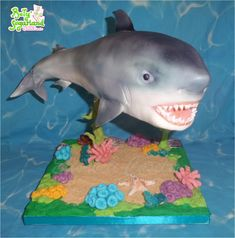 Shark+suspended+cake+-+Cake+by+Bety'Sugarland