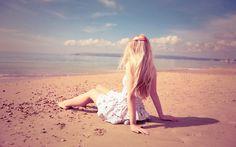 девушка, блондинка, платье, природа, вода, берег, песок