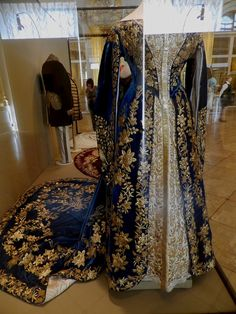 vita_colorata - Costumes of the Imperial Court.  Ceremonial dresses with trains empresses and gold embroidery. In the main exhibition wardrobe Maria Feodorovna and Alexandra Feodorovna.  (Hermitage Museum, translation by Google.)