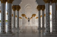 Photo Of The Week – The Sheikh Zayed Mosque in Abu Dhabi Grand Mosque Abu Dhabi Pictures #SheikhZayedMosque #GrandMosqueAbuDhabi #AbuDhabi