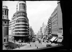 Tercer tramo de la Gran Vía. MADRID, ca. 1934.