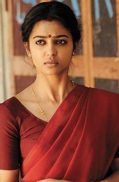 Radhika Apte red saree pic in Rakta Charitra