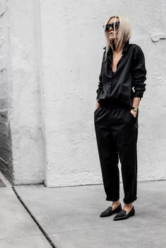 Casual black inspiration style by All Black Fashion, Love Fashion, Ladies Fashion, Fashion Details, Minimalist Fashion Women, Minimalist Style, Minimal Wardrobe, Corporate Fashion, Go To New York