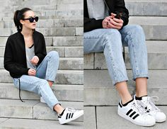 Bershka Momjeans, Adidas Superstar, Zara Bomberjacket, Primark Grey Sweater, Bershka Mirrored Sunglasses