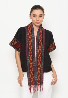bolero lengan pendek yang terbuat dari bahan batik dobi asli dengan motif tenun,bolero ini juga di kombinasi dengan bahan tenun ikat jepara asli di bagian ... Batik Fashion, Ethnic Fashion, Boho Fashion, Womens Fashion, Fashion Design, Blouse Batik, Batik Dress, Outer Batik, Mode Batik