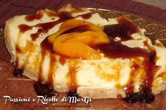 Finta cheesecake alle pesche, un dolce facile e veloce che risolverà ogni problema di dolce ai vostri pranzi e cene. Facilissima e buonissima.