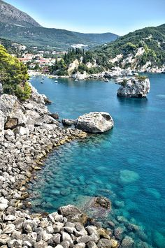 Parga is a town and municipality located in the northwestern part of the regional unit of Preveza in Epirus Beautiful Islands, Beautiful World, Beautiful Places, Places To Travel, Places To See, Porches, Places Around The World, Around The Worlds, Greek Sea