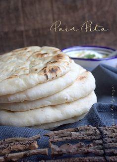 Pain pita cuite à la poêle très facile Lebanese Recipes, Jewish Recipes, Pita Kebab, Crepes, Baguette, Vegan Pastries, Snack Recipes, Cooking Recipes, Ramadan Recipes