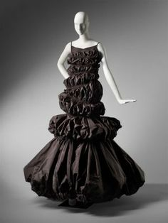 "Haute Couture Glamour ~ Designed by Isabel Toledo, ""Wave"" dress, American, Museum of Fine Arts, Boston. Taffeta Dress, Silk Taffeta, Vintage Couture, Vintage Fashion, Isabel Toledo, 2010s Fashion, Women's Fashion, Weird Fashion, Fashion Project"