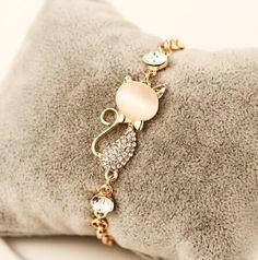 Cute Cat's Eye Charm Bracelet For Women