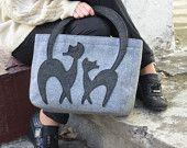 Felt bag ladies handbag casual bag grey felt by Marywool on Etsy Cat Bag, Doggie Bag, Cat Tattoo, Casual Bags, Cat Design, Cat Toys, Sewing Hacks, Dame, Purses And Bags