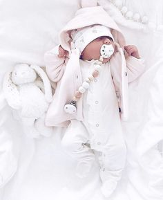 Neugeborene Fotografie - List of the most beautiful baby products Baby Kind, Cute Baby Girl, Little Babies, Cute Babies, Foto Baby, Cute Baby Pictures, 3rd Baby, Everything Baby, Baby Girl Fashion