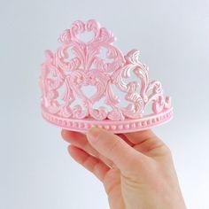 Princess Tiara Fondant Cake Topper in Pink - Pink Cake Decoration Ideen Princess Crown Cake, Princess Tiara, Princess Party, Fondant Rose, Fondant Toppers, Fondant Cakes, Minnie Mouse Cake Pops, Tiara Cake, Biscuit