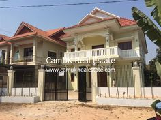 A house for lease is located in Svay Dangkum commune, Siem Reap town. There are 11 bedrooms, balcony, partially furnished and a spacious parking area. Every bedroom is big and comes with an en-suite bathroom with hot water. Moreover, the living room is huge and the kitchen is medium with an ample space for cooking. …