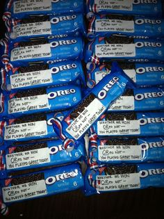 After the game- Football treats from the cheerleaders! Alternative is-win OReo lose its how you play the game. Cheer Treats, Soccer Treats, Football Treats, Football Spirit, Cheer Spirit, Football Cheer, Spirit Gifts, Cheer Gifts, Soccer Snacks